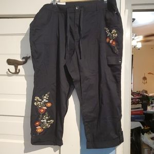 Style & Co Capri Pants Black Embroidered Floral